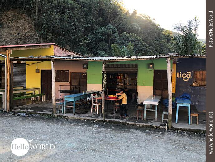 Bunte Hütten laden auf der Yungas Road zum Verweilen ein.