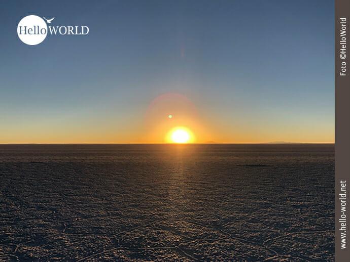 Die Sonne geht auf in der Salar de Uyuni