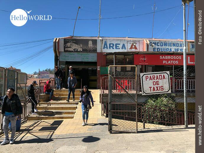 Haupteingang des Terminal de Buses in Sucre