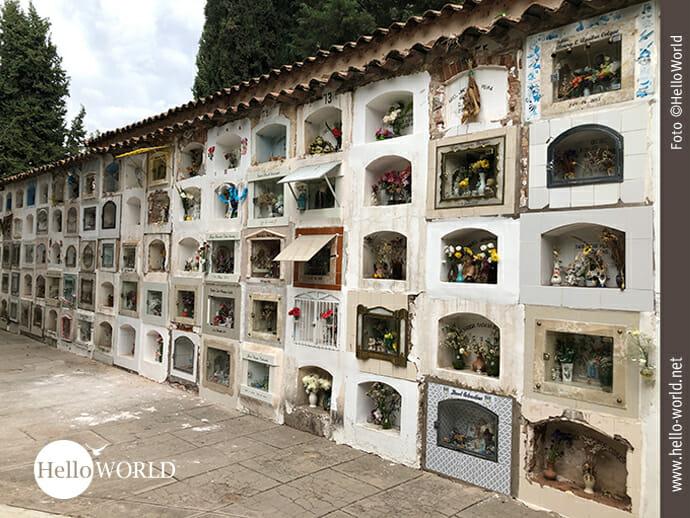 Liebevolle Grabstätten in Sucres Cementerio