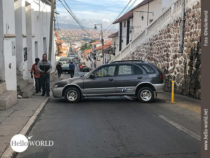 Falsch geparkt: Autos als Blockademittel