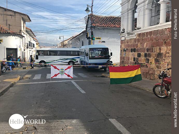 Versperrte Straßen von den Außenbezirken bis ins Zentrum Sucres.