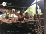 Schweißtreibend: das Brennen der Töpferware