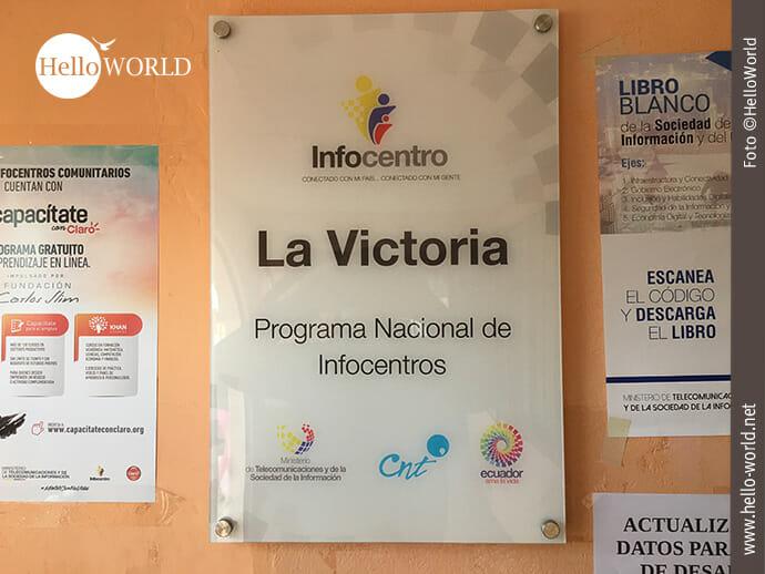 """Dieses Bild aus Ecuador wurde in La Victoria aufgenommen und zeigt das Schild vom Infocentro La Victoria auf dem noch steht """"Programa Nacional de Infocentros""""."""