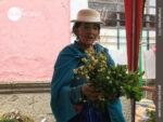 Lebenserfahren: ecuadorianische Kräuterdame
