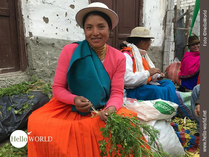 Farbenfroh und fröhlich: Marktfrauen in Ecuador