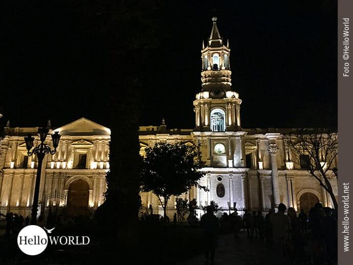 Beleuchtet: die Kathedrale von Arequipa