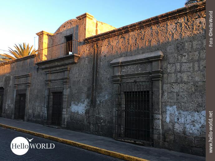 Historische Mauer in der Altstadt von Arequipa