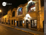 Häuserfront im nächtlichen Arequipa