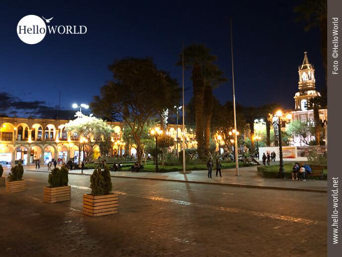 Funkeln bei Nacht: der Plaza de Armas in Arequipa