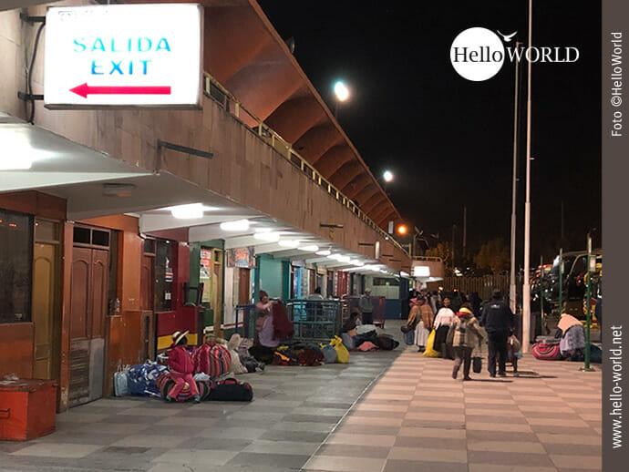 Dieses Bild aus Peru zeigt das Terminal Terreste de Arequipa am frühen Morgen.