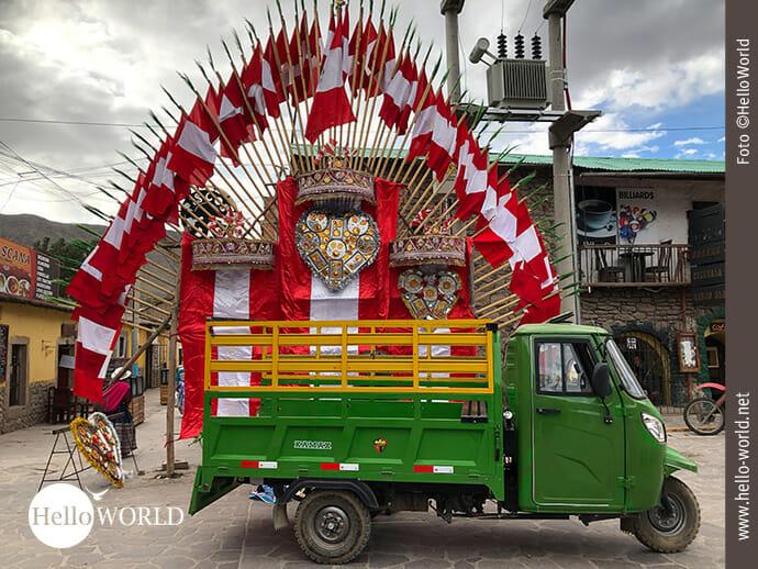 Bunter Straßenschmuck in Chivay