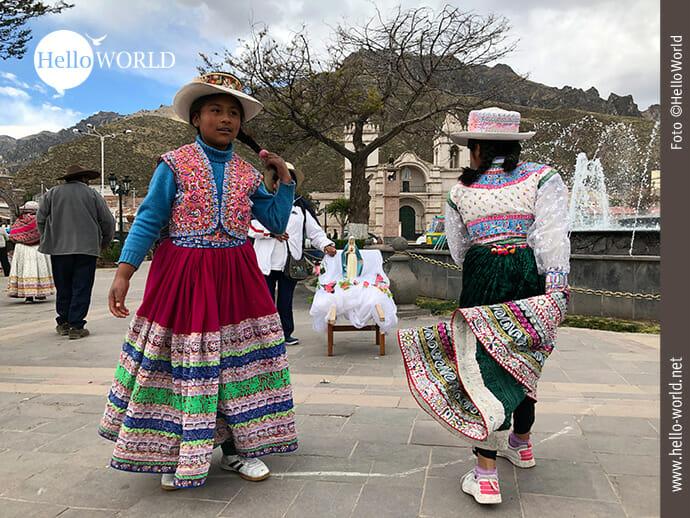 Gut gelaunt: junge Peruanerinnen in Chivay