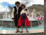 Peruanisches Paar beim Volksfest in Chivay
