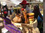 Perfekt drapiert: Cuy an einem Essensstand in Peru