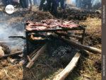 Fleischbeilage im Kartoffelfeld