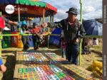 Glückspiel auf dem Volksfest in Peru
