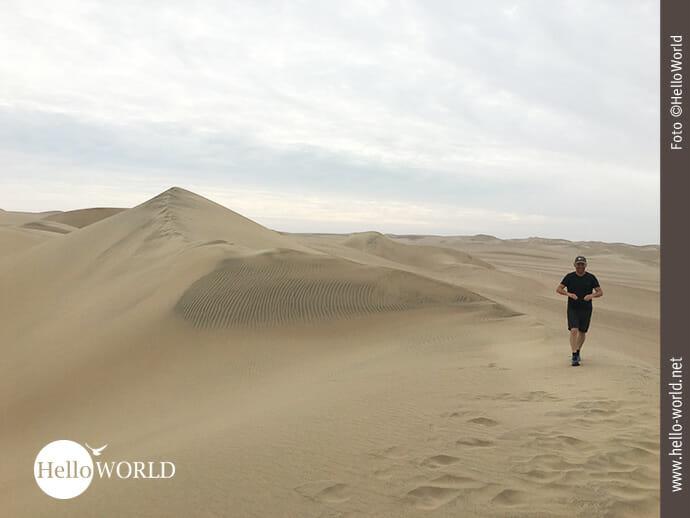 Spuren hinterlassen: Dünenwanderung in Peru