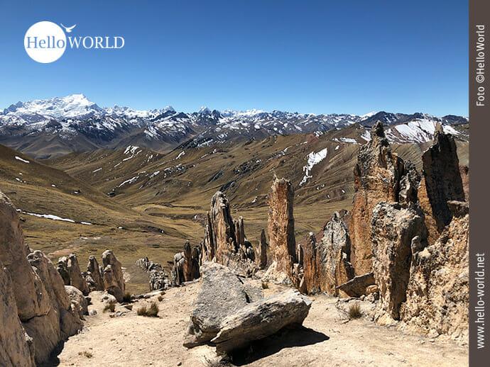 Aussicht: Schneebedeckte Andengipfel in Peru