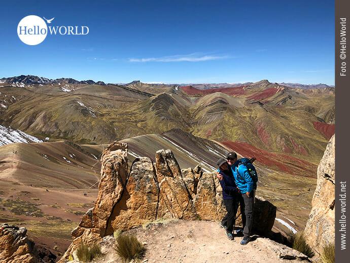 Hoch oben am Palccoyo Rainbow Mountain in Peru
