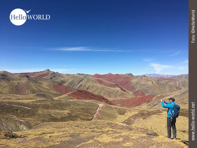In der Ferne: die roten Berge des Red Valley in Peru