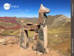Steinskulptur auf dem Weg zum Palccoyo Mountain
