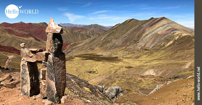 Dieses Bild aus Peru zeigt eine Steinskulptur auf dem Palccoyo Mountain.