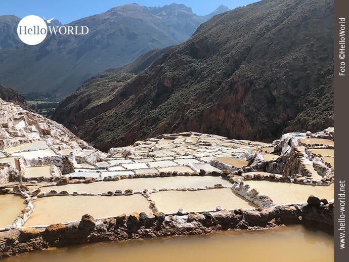 Traumhafte Lage in den Anden Perus: die Salinas de Maras