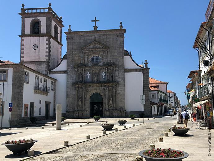 Hier sieht man eine Gasse in Viana do Castelo, einem Küstenort auf dem Camino Portugues da Costa.
