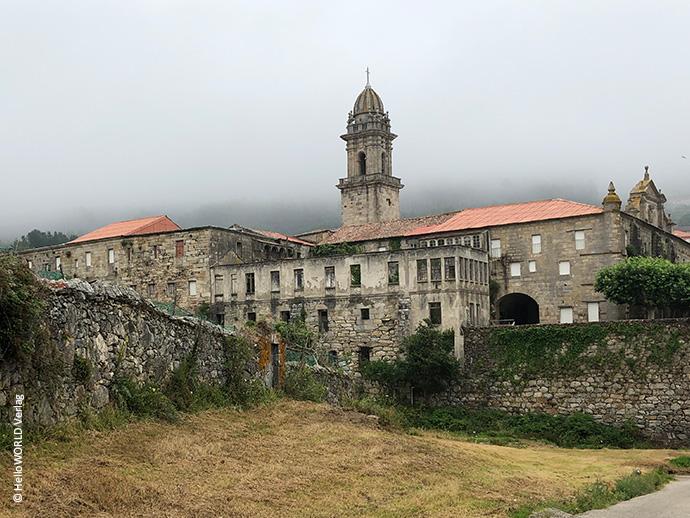 Das Bild zeigt das Zisterzienserkloster Mosteiro de Santa Maria de Oia.